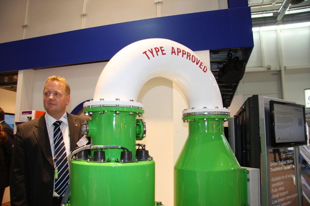TILPASSINGSDYKTIG: Salgssjef for Nord-Europa, Arnstein Stavnheim i Wilhelmsen Ships Equipment og reaktoren i ballstvannsanlegget i UBWS.