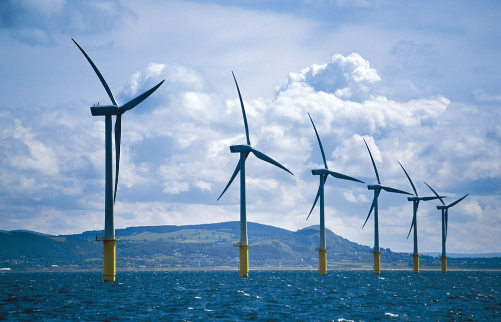 ENORM REGNING: Britene planlegger utbygging av enorme havvindanlegg i Nordsjøen, men utbyggingen vil koste flere hundre milliarder kroner. Her er  Storbritannias første havvindpark, North Hoyle.