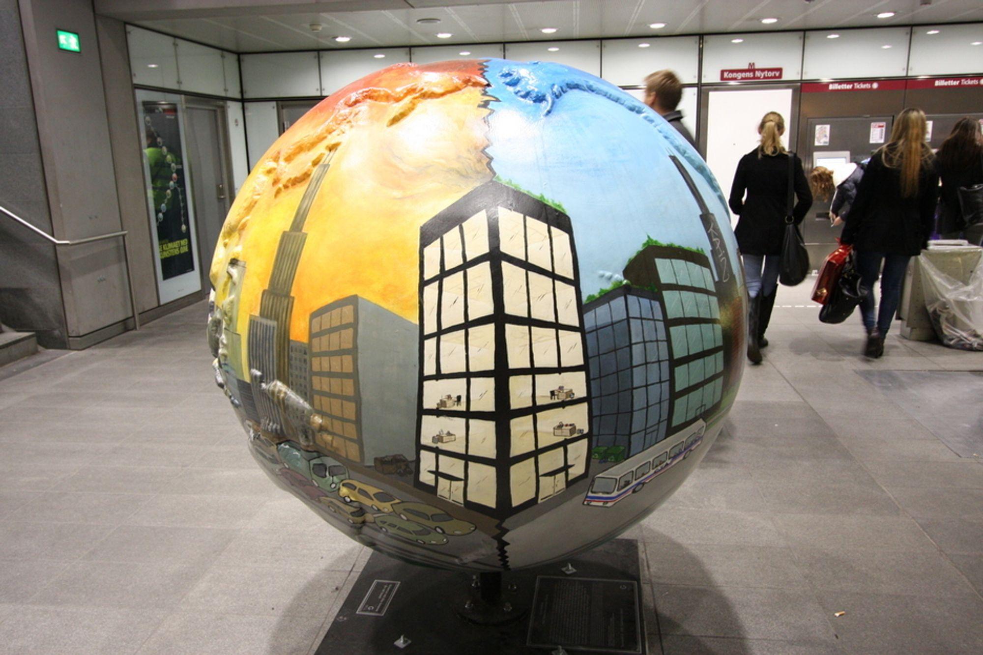 FOSSILFRITT DANMARK: Vil verden velge bort fossiler? Dette valget ble synliggjort i installasjonene under klimatoppmøtet i København i fjor. Nå har en kommisjon funnet ut hvordan Danmark kan bli fossilfritt innen 2050.