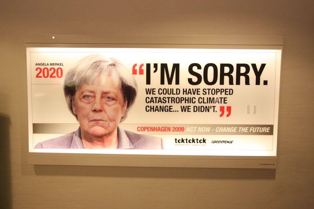 SKIFTER BEITE: Dette skiltet i København advarte politikerne mot følgene av en mislykket forhandling. Men det ble likevel mislykket. Nå skifter FN-sjef Ban Ki-Moon strategi fra politiske klimaforhandlinger til å fremme de mer konkrete prosjektene innen fornybar energi og bærekraftig utvikling.