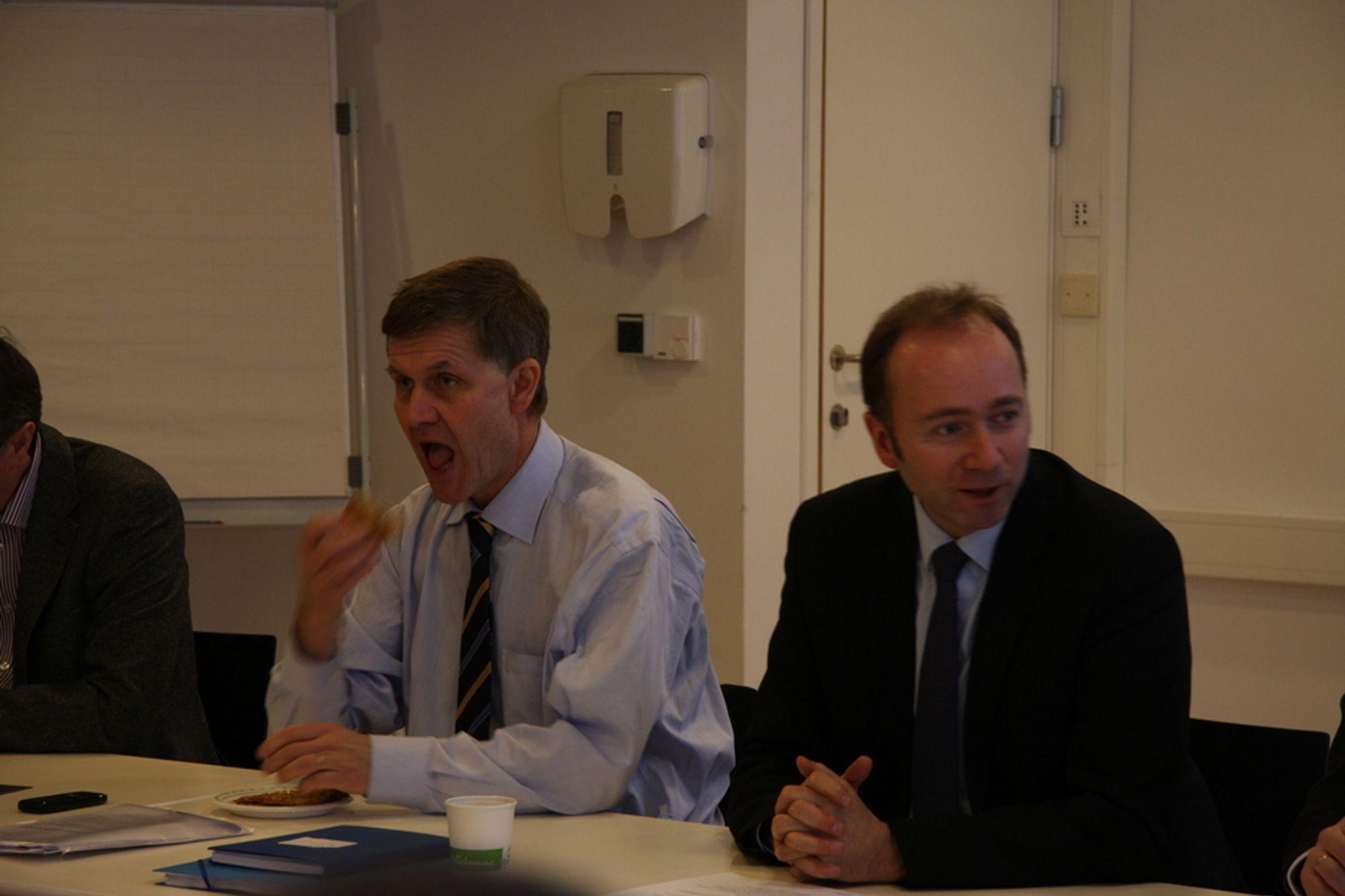 KRITISK: Statsrådene Erik Solheim og Trond Giske inviterte en rekke ledere fra næringslivet og akademia til strategisk råd for miljøteknologi, men de kom begge for sent - og Solheim benyttet møtet til å spise.