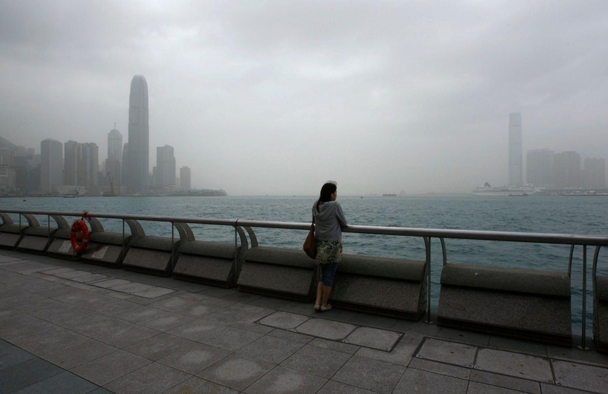 Forurensingsnivået i Hongkong nådde faretruende høyder mandag.