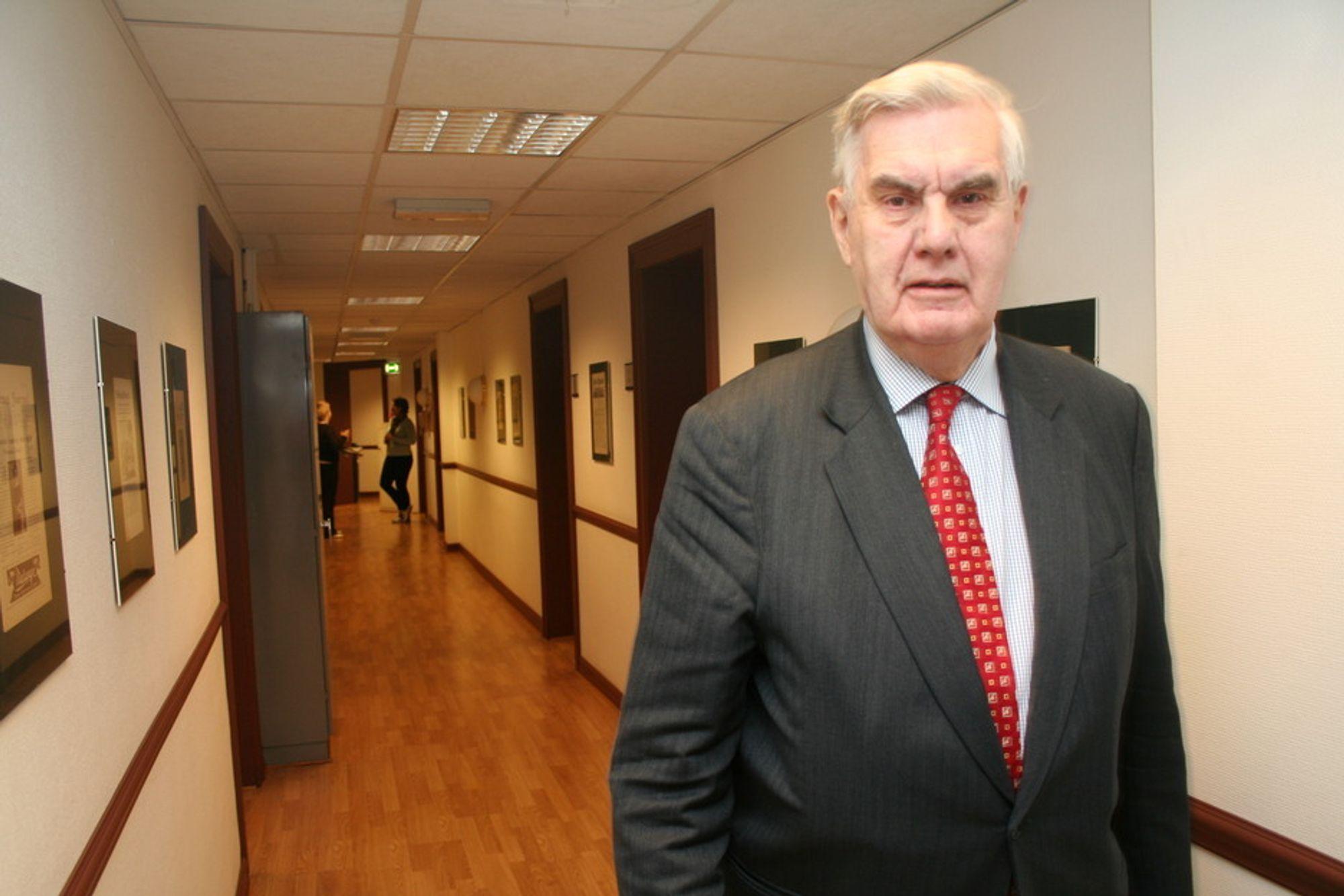 UT: Georg Apenes går av med pensjon 9. april, og FAD har tre uker på å plukke den beste kandidaten.