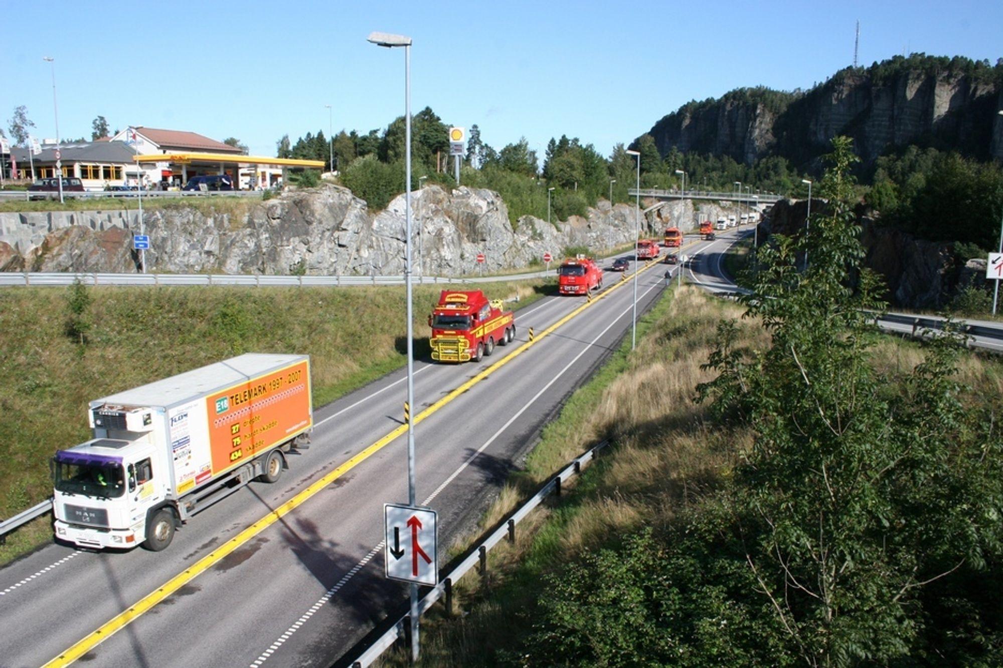 E18-AKSJON: Om en drøy måned er det klart for årets aksjon på E18 i Telemark. Kravet til Aksjonsgruppa E18 Telemark er firefelts motorvei mellom Langangen og Grimstad. Strekningen er svært ulykkesbelastet.