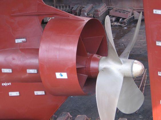I DOKK: To-tre dager tar det å montere Mewis Duct. Star Istind fikk montert dysen da skipet  likevel var i dokk for klassesjekk i oktober 2009.