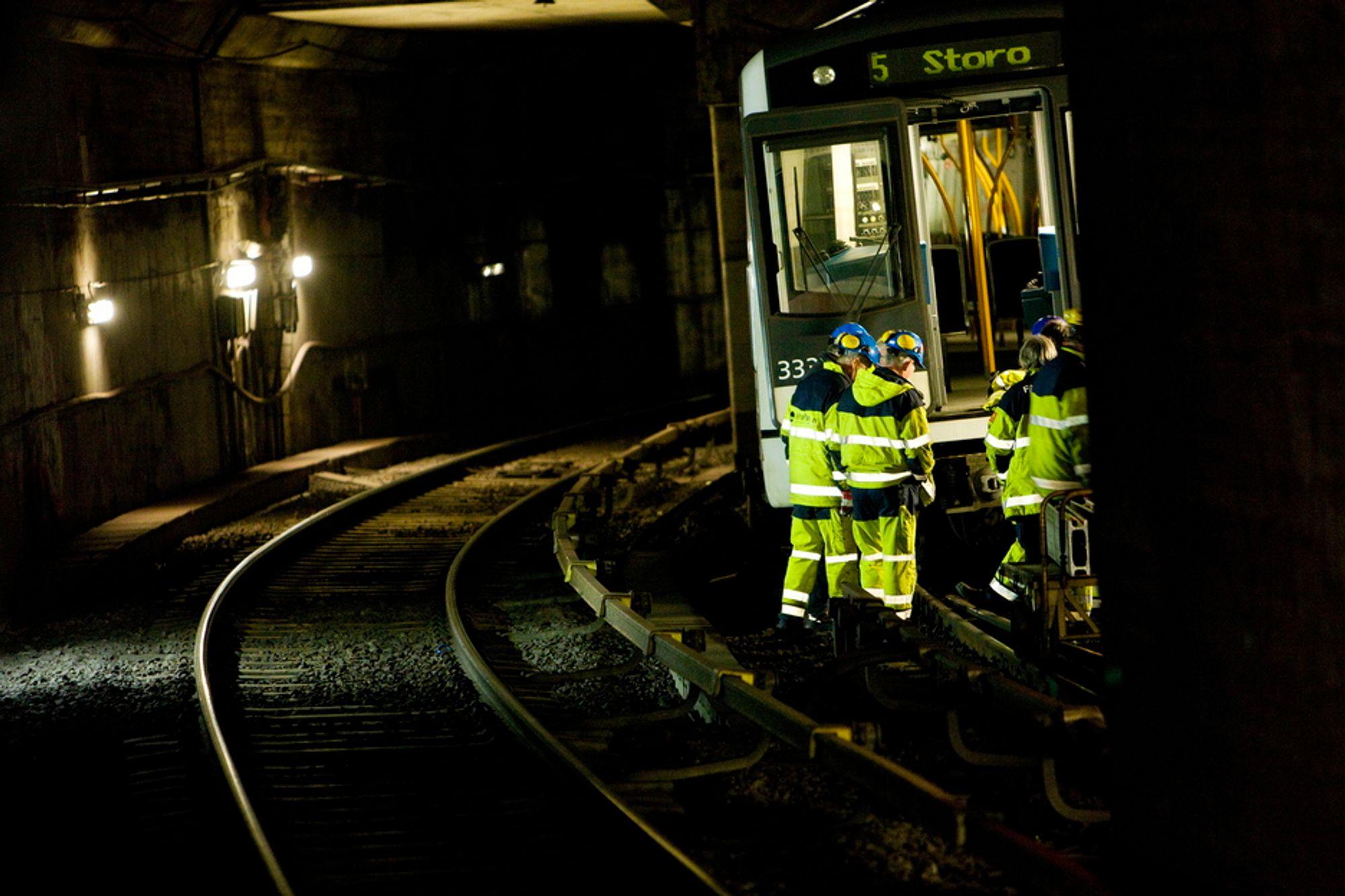 T-BANETRØBBEL: Dette toget sporet onsdag morgen av ved Tøyen T-banestasjon i Oslo.