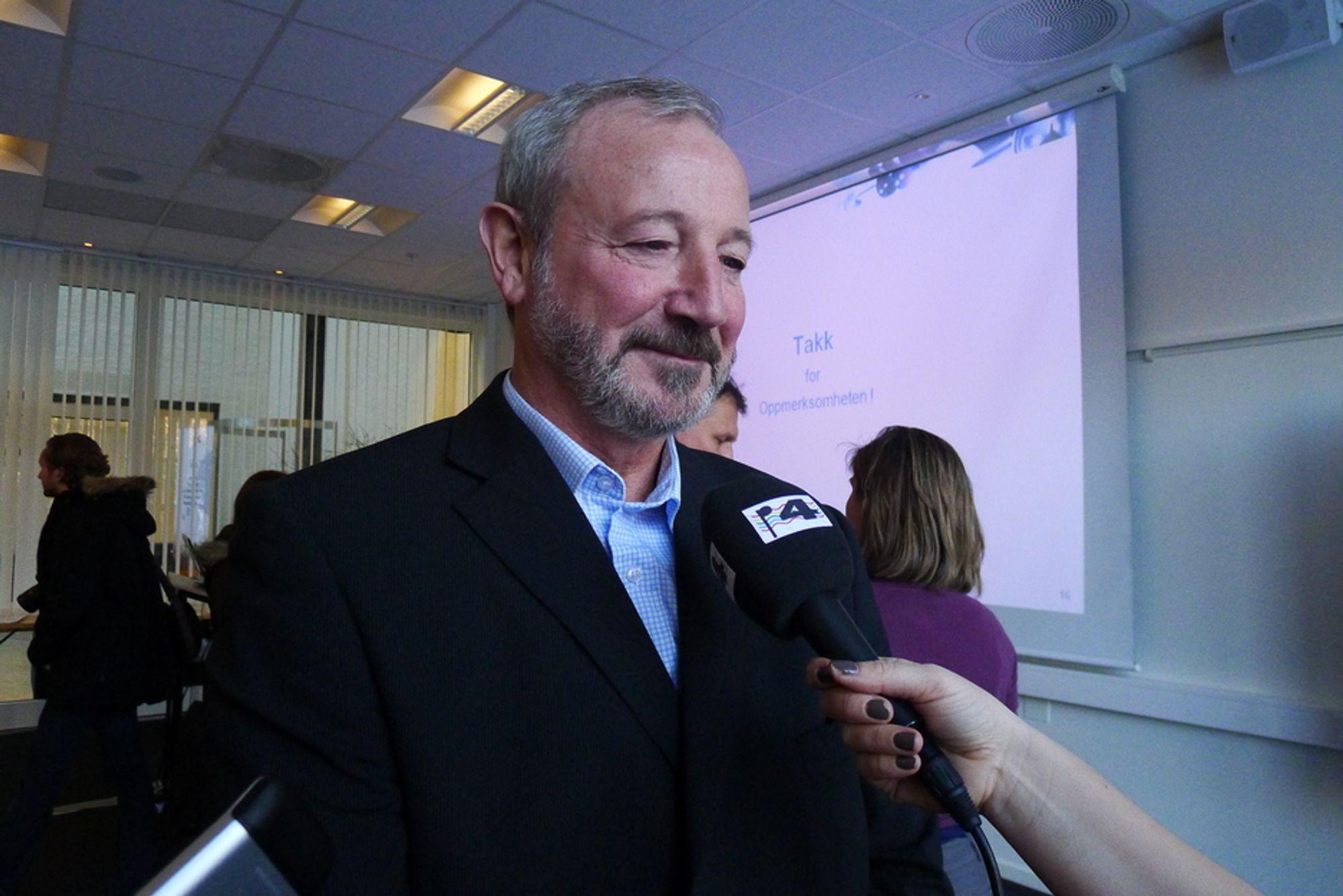 UENIGE: - Flere priser vil på sikt føre til jevnere priser, sier utvalgsleder Torstein Bye fra Statistisk sentralbyrå. Dette synet støtter ikke Energi Norge.