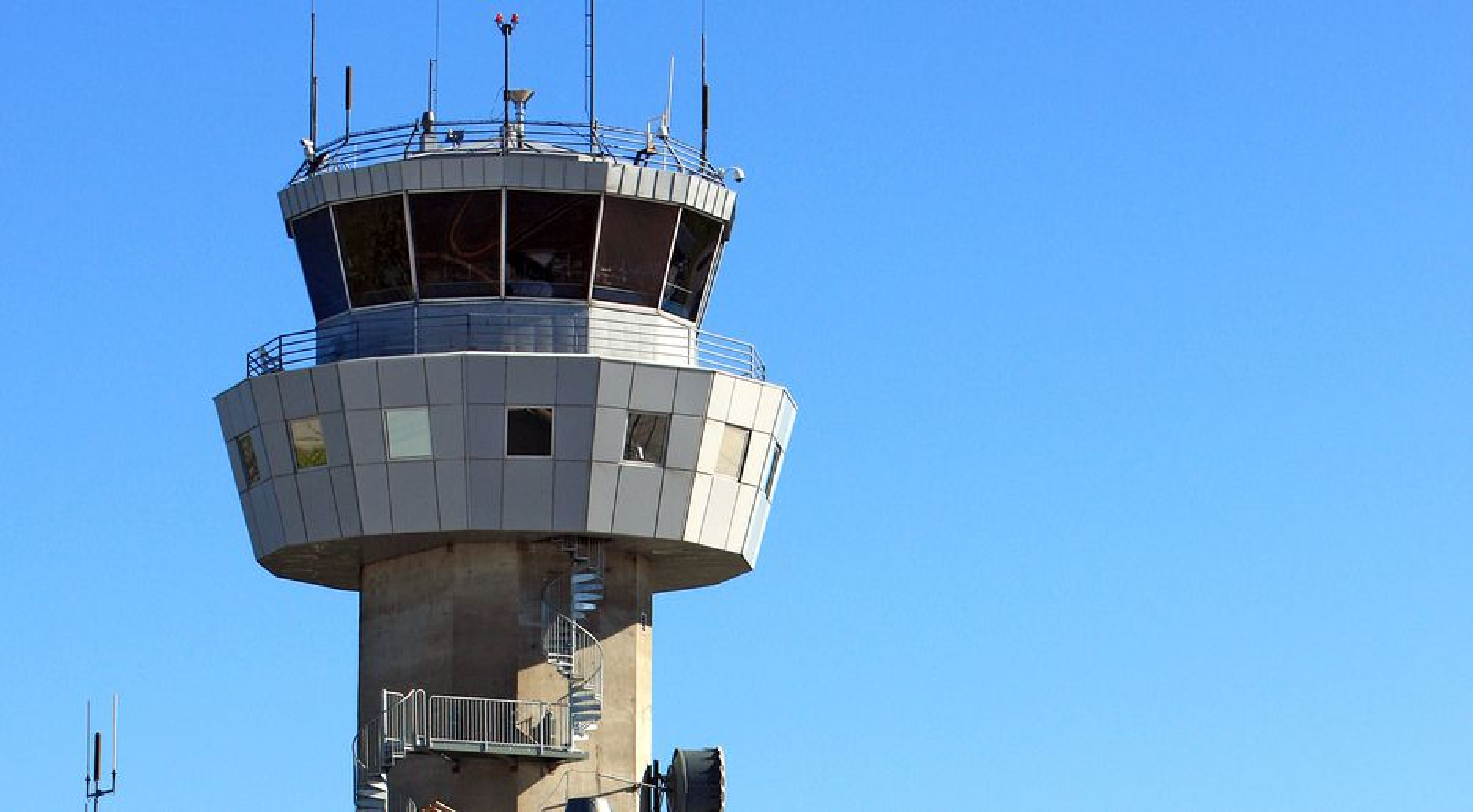 Nå er NATCON satt i drift også ved Bodø kontrollsentral. Dette er kontrolltårnet på Bodø lufthavn.