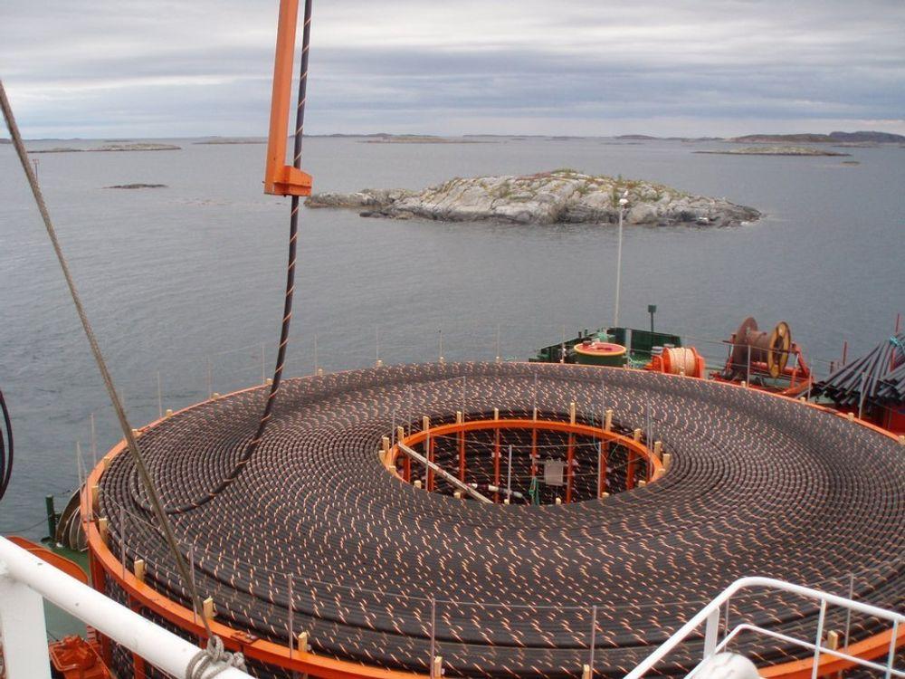 KOSTER: Skal man legge sjøkabel i Hardanger, vil det bli 9 milliarder dyrere, mener Energi Norge. ILLUSTRASJONSFOTO.