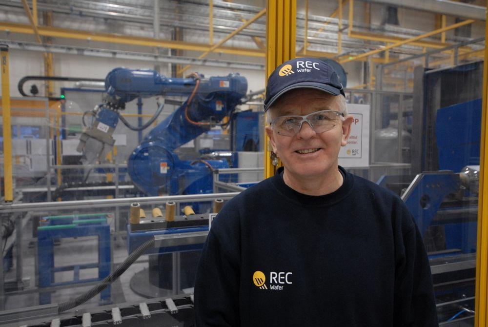 TRENGER INGENIØRER: For å få Recs nye fabrikk for monokrystallinske wafere i Glomofjord opp i normal prouksjon, trenger fabrikksjef Roar Karlsen flere ingeniører.