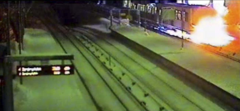 Oslo T-banedrifts overvåkningsvideo viser en av brannene i et MX-3000 T-banetog. Dette skjedde i friluft ved Brynseng stasjon.Foto: