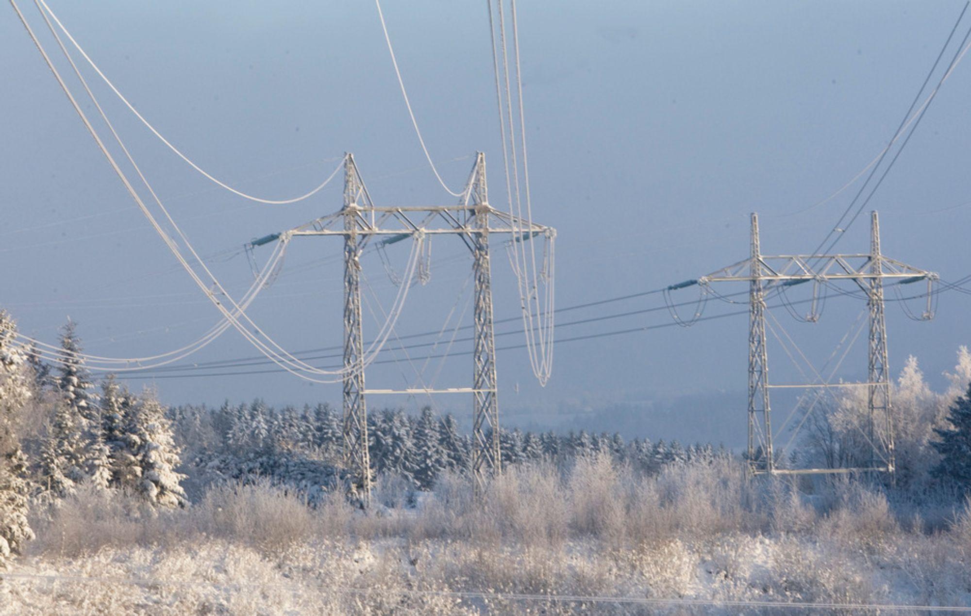 Småkraftverk fryser fast på grunn av kulden, som har satt seg over store deler av landet.