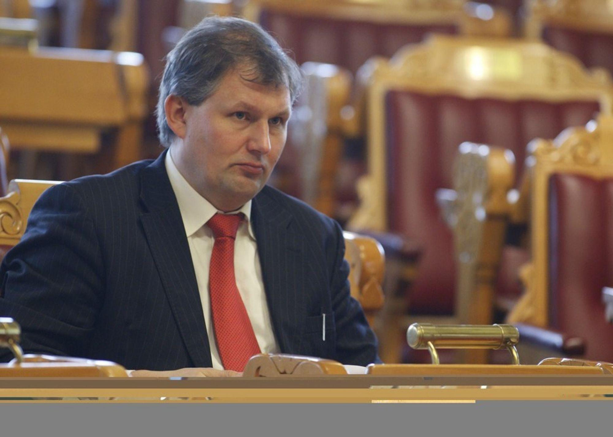 FÅR KRITIKK: Terje Riis-Johansen og resten av regjeringen får pepper av Klif, som har frarådet oljeleting i flere av områdene de fredag åpnet for oljeselskapene.
