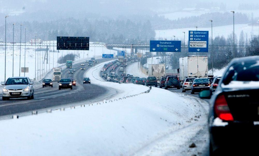 Oslo har lov til å innføre kjøreforbud, men vil neppe gjøre det av hensyn til næringslivet. Køen på E6 fra Gardermoen til Oslo blir neppe mindre.