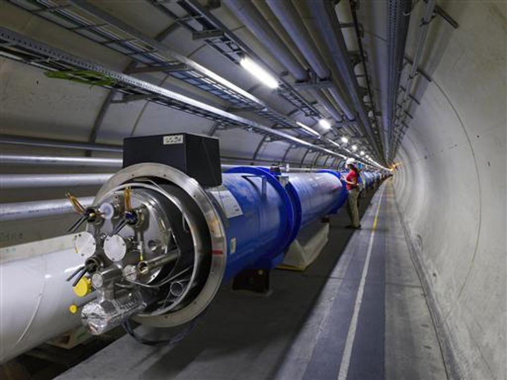 Gruppen for høyenergi partikkelfysikk ved UiO, blant annet med aktiviteter ved CERN (bildet), får toppkarakter.