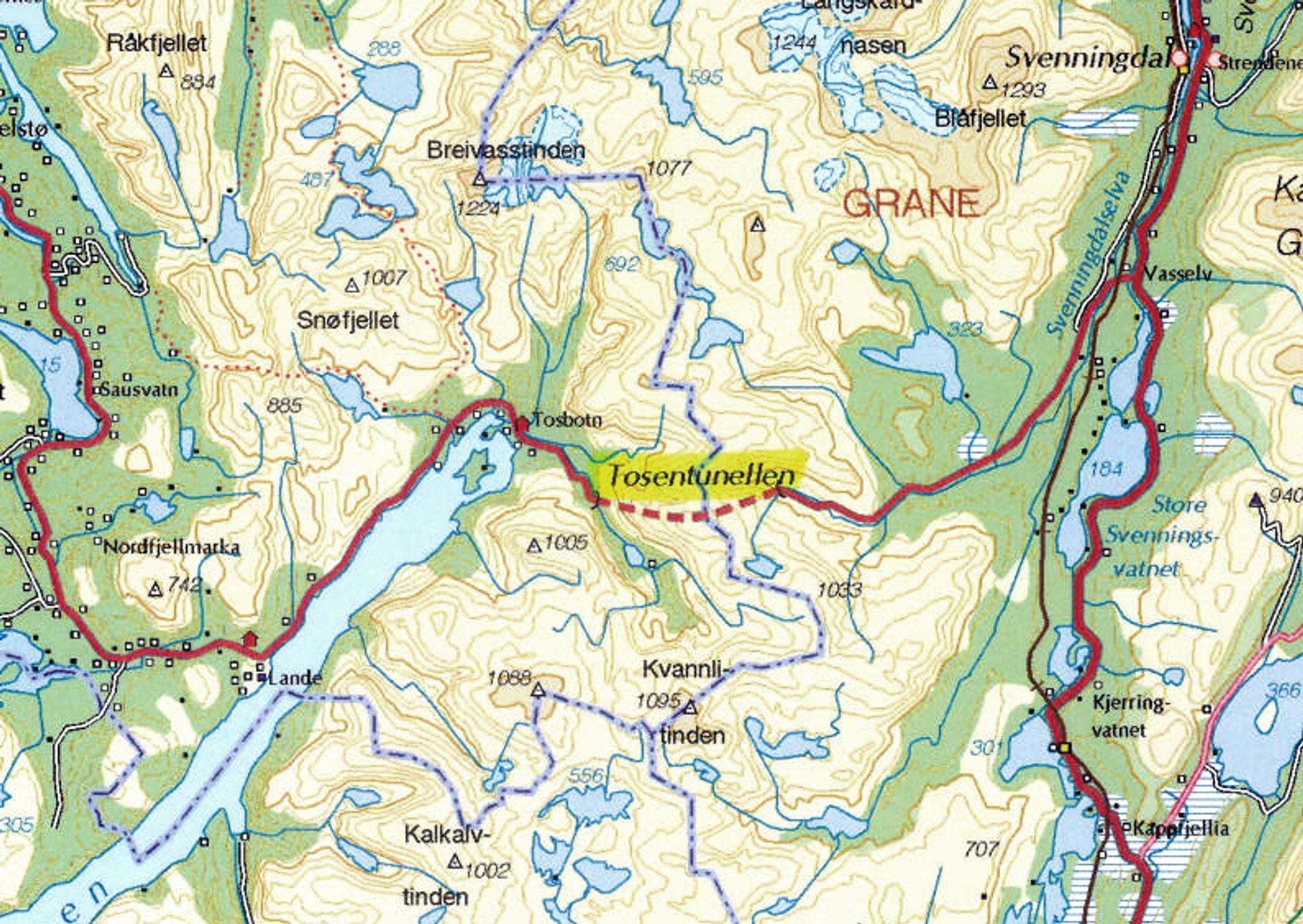 Den 5 857 meter lange Tosentunnelen krysser kommunegrensen mellom Brønnøy og Grane. Den har vært i bruk i 24 år og trenger nå sikring.