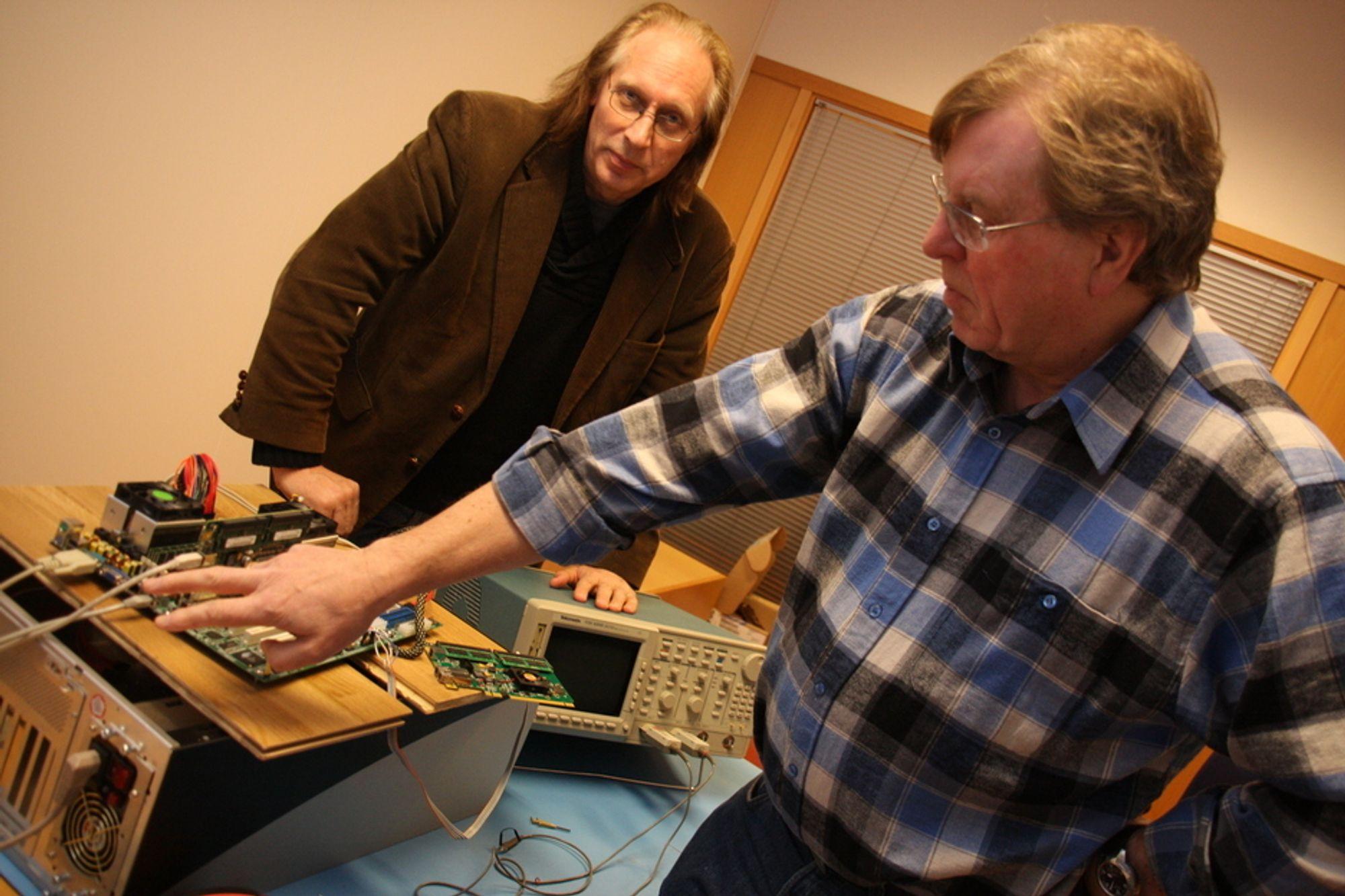 SAMLER: Direktør for forretningsutvikling Einar Rustad (t.v.) og adm. dir. Kåre Løchsen er snart i mål med brikken som samler arbeidsminne i superdatamaskiner.