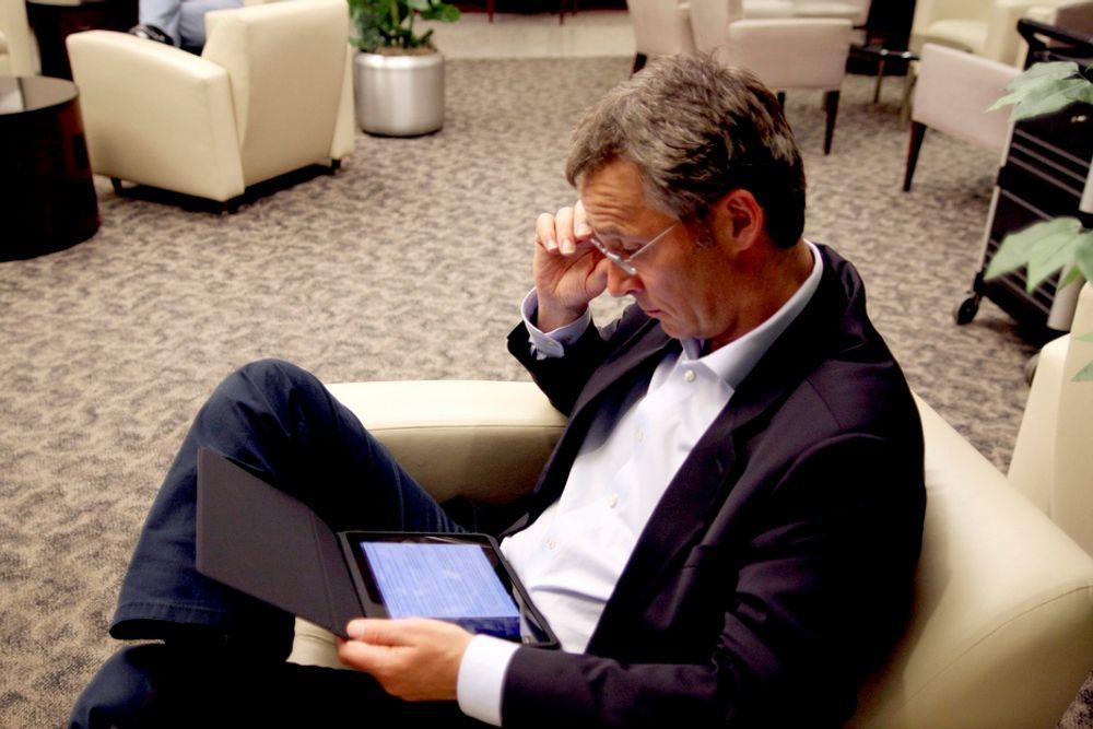 Statsminister Jens Stoltenberg (Ap) og hans bruk av iPad, Twitter og Facebook har skapt unik Norgesreklame, mener Statsministerens kontor.