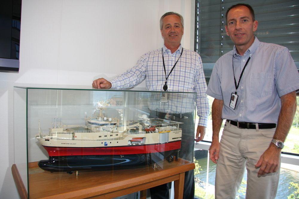 VENTER OPPGANG: Driftsdirektør Magne Reiersgård (t.v.) og Paul Courtenay, direktør for marine operasjoner i PGS, regner med at seismikkmarkedet tar seg opp igjen.