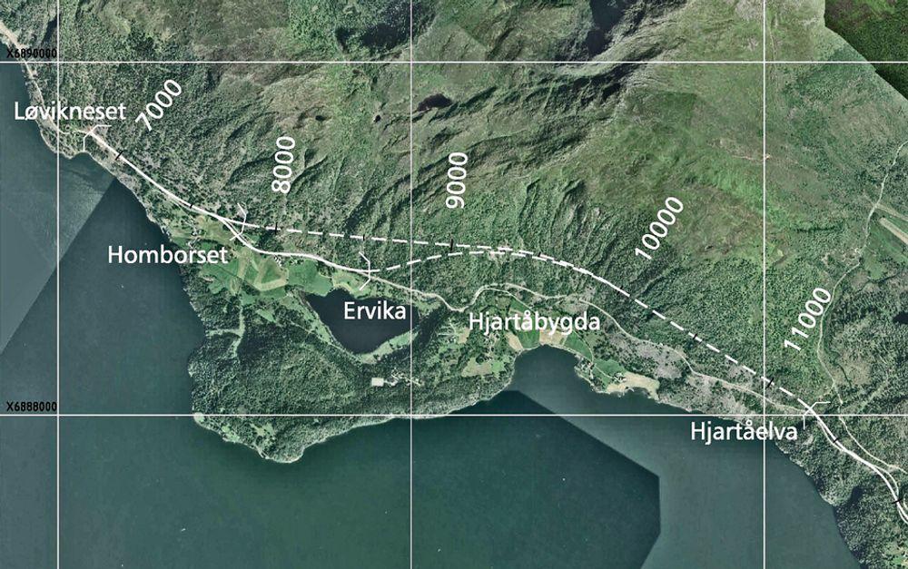Bildet viser den vestlige delen av strekningen  Løvikneset-Årset. To alternativer for Hjartåbergtunnelen er markert. Nå er bare det lengste aktuelt. Det har innslag ved Homborset.