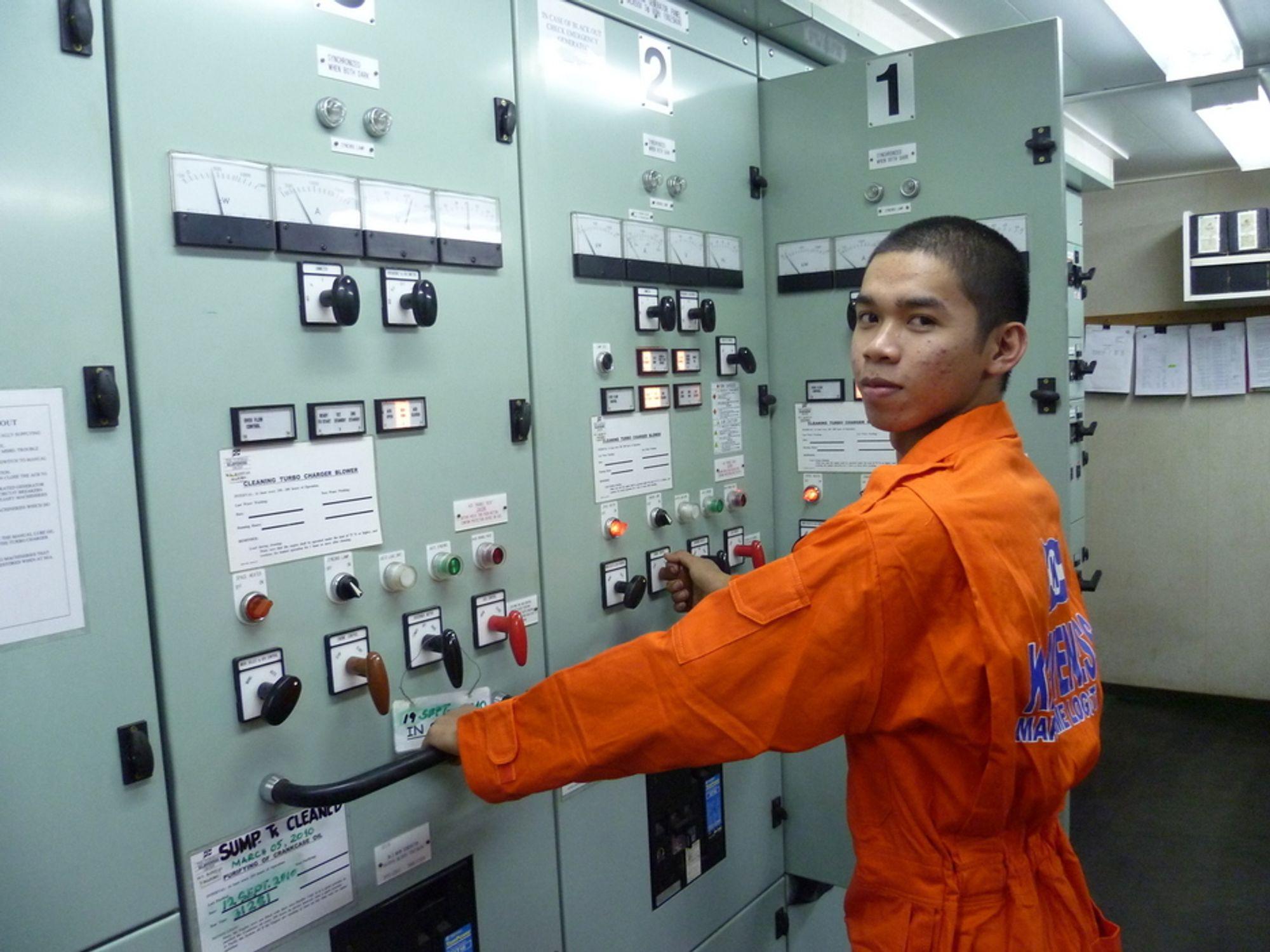 OPPLÆRING: Mannskap som får opplæring om energieffektivisering og miljø blir kreative og kommer emd nyttige innspill. Her om bord på det skipet Klaveness Maritime Logistics har meldt inn som referanseskip i prosjektet.