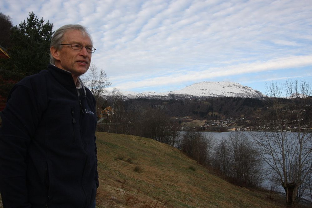 VALGETS KVAL: Det er ilandføringen av en sjøkabel som byr på hodebry for prosjektleder Jan Erik Skog. Her ved et område noen få kilometer fra Nordheimsund sentrum som kan være aktuelt å vurdere nærmere.