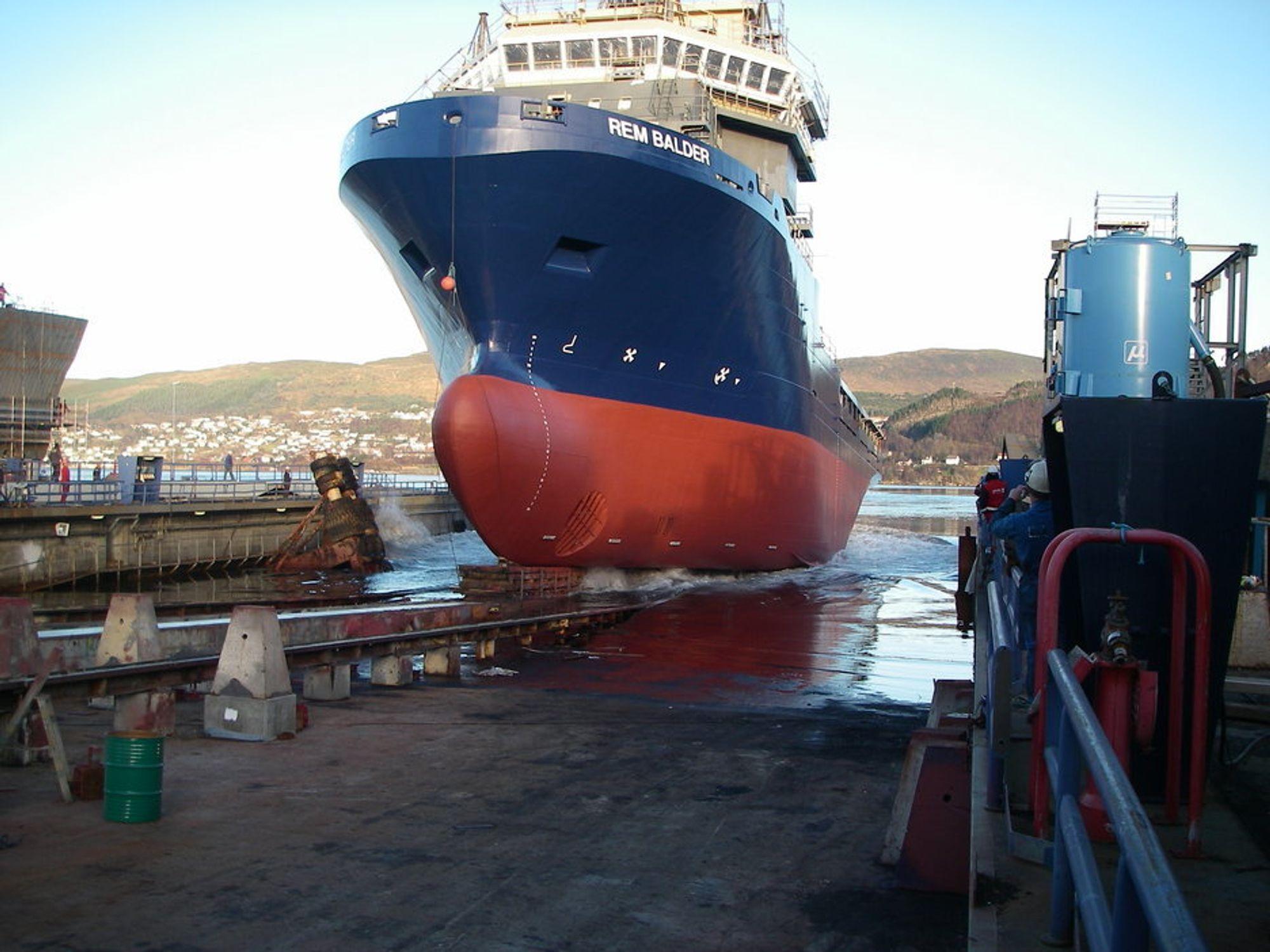 Sjøsetting av REM Balder ved Kleven Verft. Skipet er bygget opp av store moduler før det er klar til sjøsetting og utrusting ved kai.