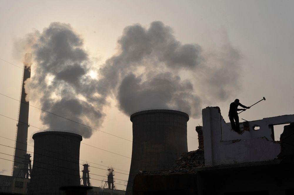 FYRER VEKSTEN: Kinesisk vekst, her representert ved et kullkraftverk. Det er veksten i Asia og spesielt Kina som gjør at norske industribedrifter og offshoreleverandører tror på vekst i 2011. Norsk Industri spår 7 prosent vekst.