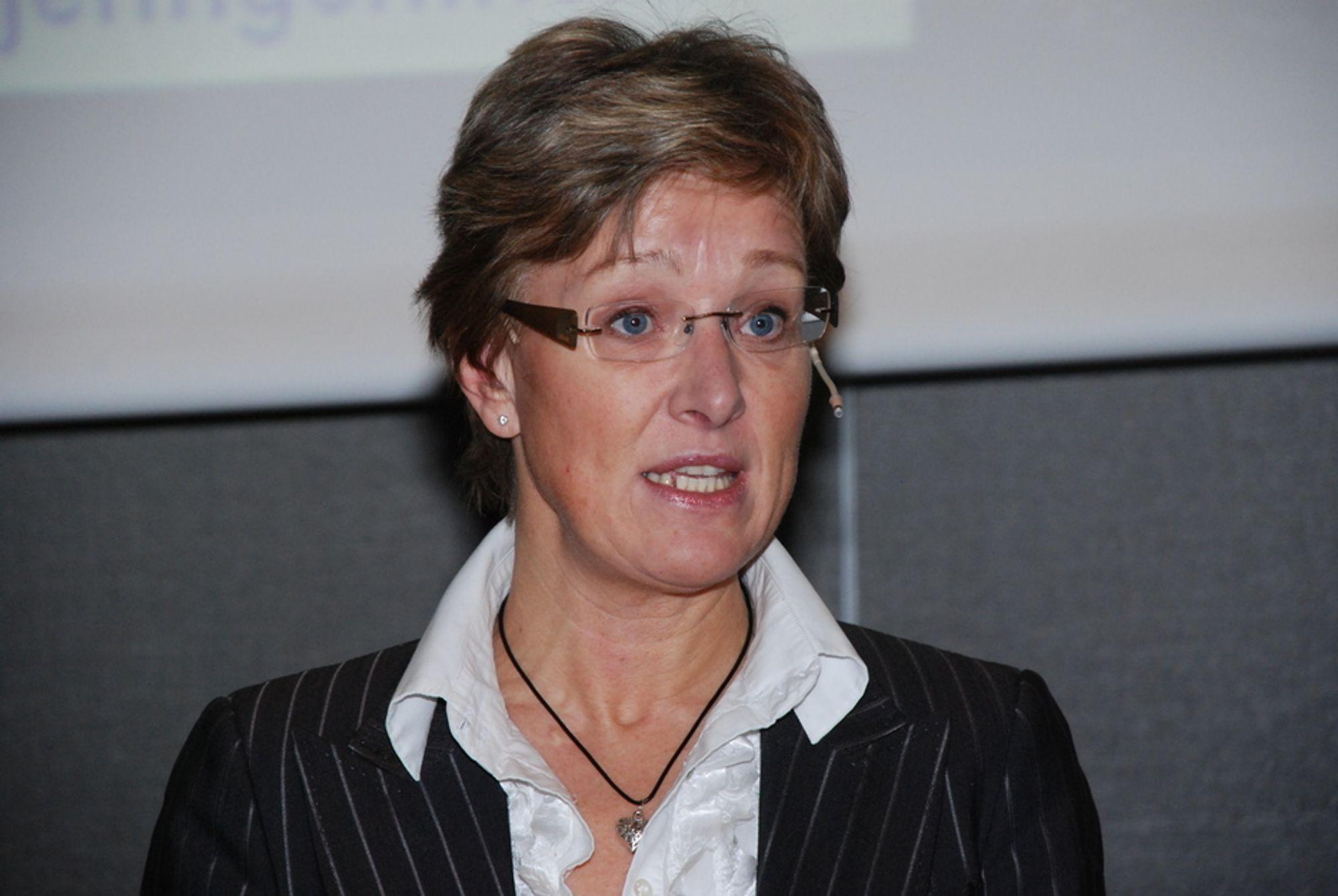 MEST BEKYMRET FOR STRØMNETTET: Statssekretær i OED, Sigrid Hjørnegård (Sp) er mest bekymret for hvordan man skal få bygget nok kraftlinjer til å overføre den nye, fornybare energiproduksjonen.