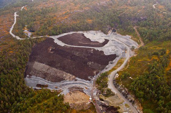 MASSE: Mye masse ble tippet i Raundalen. Tippen ble dekket med jord, og tilsådd. FOTO: Negative, Kristofer Ryde