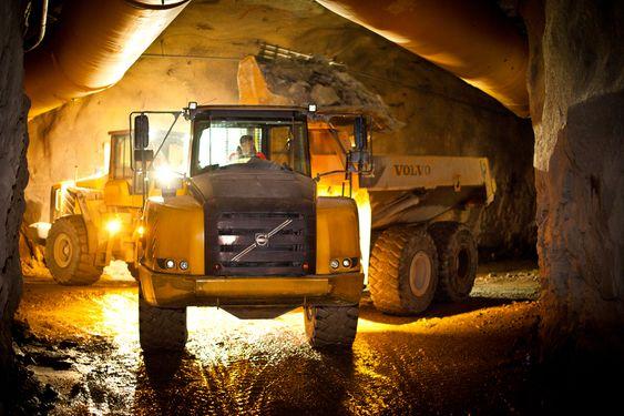 STEIN: Enorme mengder stein er blitt fraktet ut fra tunnelen som bygges på Maldal. FOTO: Negative, Kristofer Ryde