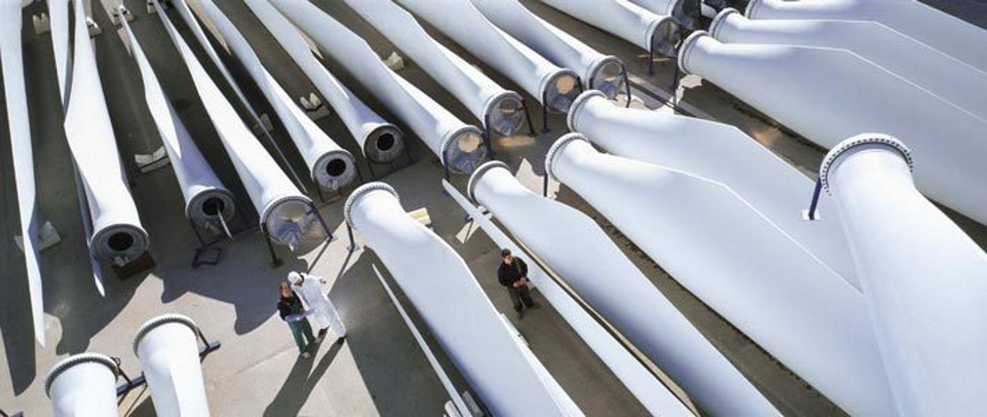 STADIG STØRRE: Her er et av spanske Gamesas lagre av turbinblader. Nå leder selskapet et prosjekt for å utvikle en havvindturbin på hele 15 megawatt (MW). Dagens havvindturbiner er som regel fra 2,3 MW til 5 MW.