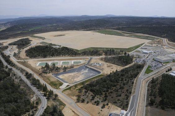 OVERBLIKK: Bildet, tatt i juni, viser ITER-prosjektets base i Cadarache i France. FOTO: Agence ITER France