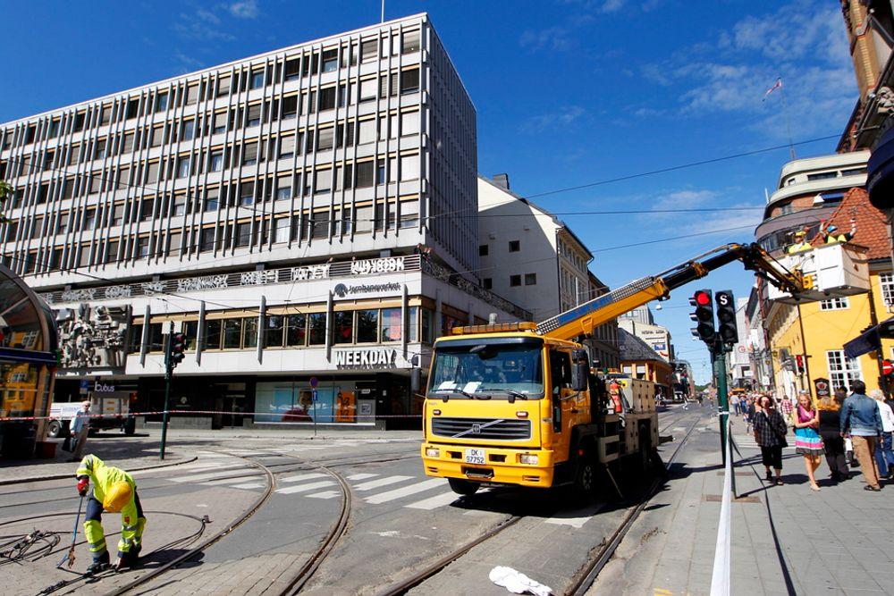 En nedrevet kjøreledning på Stortorvet skaper forsinkelser for trikken i Oslo sentrum fredag ettermiddag.