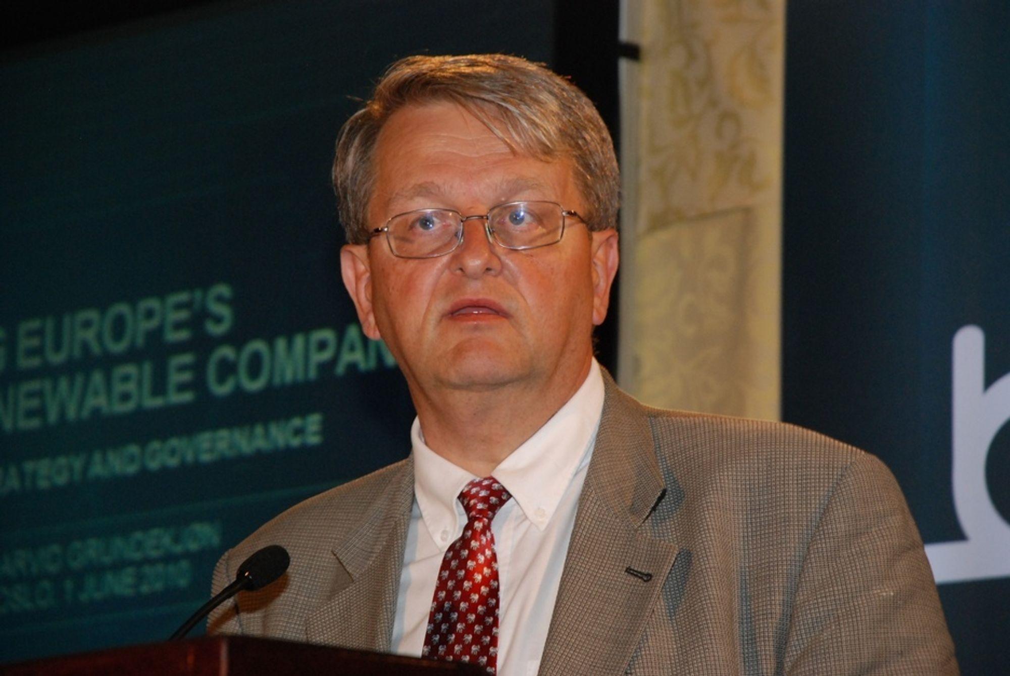 RAKRYGGET: Arvid Grundekjøn har framført sin kritikk av regjeringen både mens han var styreleder og etter at han ble sparket.