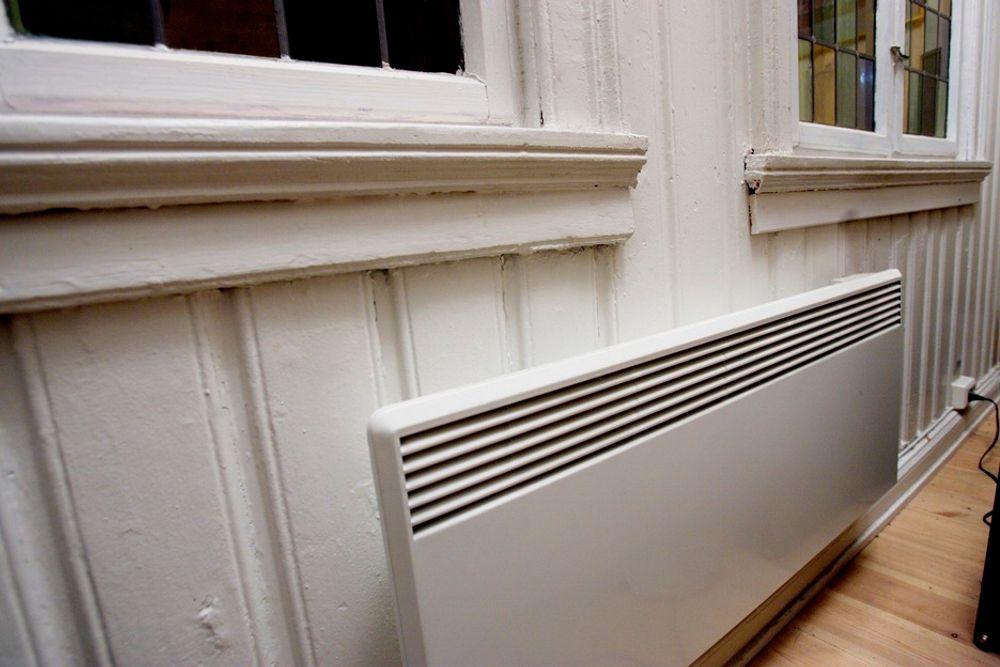 PANELOVN: Strøm er mer miljøvennlig enn fjernvarme mener de fleste. Men ikke regjeringen.