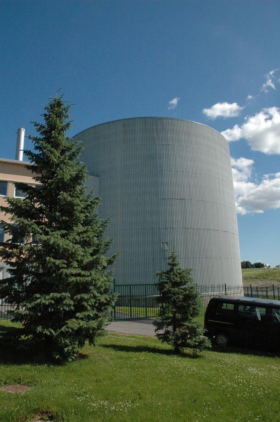 Atomreaktoren på IFE, Kjeller. Bildet er tatt i juni 2010.