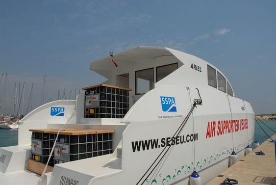 LOGO: I løpet av sommeren har flere av ESIs samarbeidspartnere fått klistret logoer på ASV-testbåten.