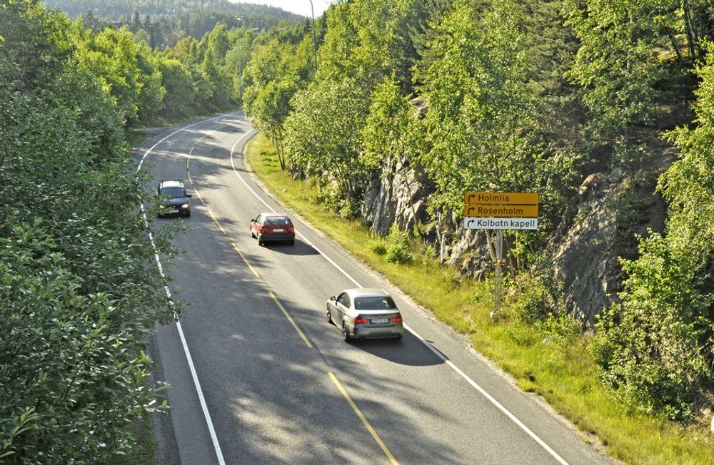 Gang/sykkelvegen skal gå til høyre på bildet. Mye rart skal skje hvis jobben ikke blir utført av et firma fra Oppland.