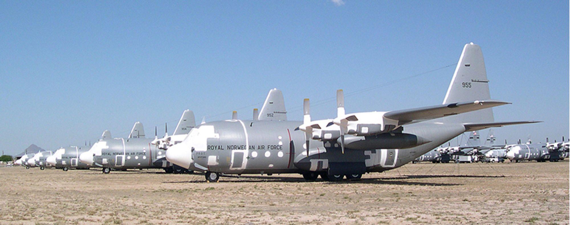 SNART VISNING: Her å¨Aerospace Maintenance and Regeneration Group (AMARG), i Tucson, Arizona, står de fem norske C-130H Herculesene lagret. I uke 38 er det første visningsrunde.