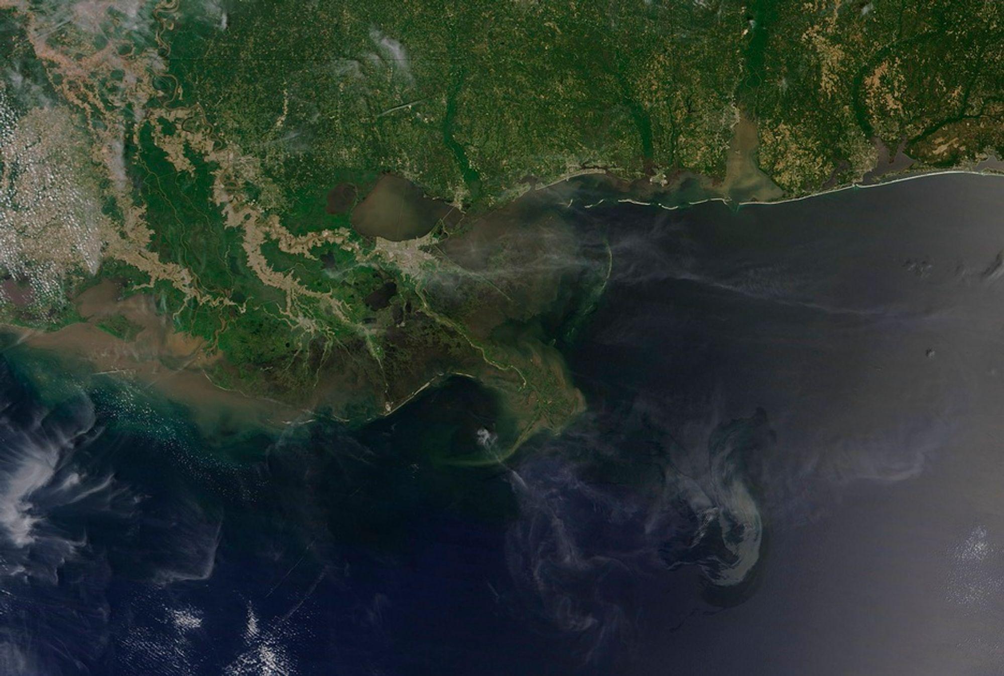 Satellittbilde av oljekatastrofen i Mexicogolfen. Petroleumstilsynet advarer om faren for store oljeulykker også i Norge.