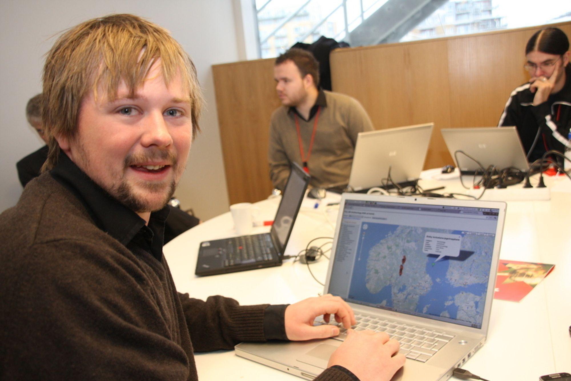 NY BRUK: Staten søker kreative hoder som vil finne ny bruk av gratis offentlig informasjon, slik som utvikler Johannes Knutsen. Sammen med en kollega har han laget en app som søker opp lokale idrettsanlegg.