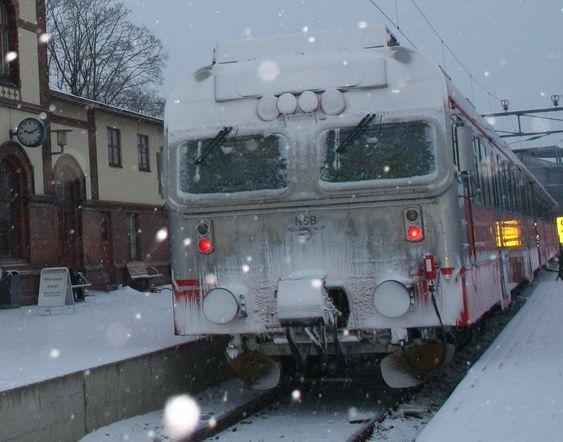 Tog, lokomotiv, snø, vinter, vintertog.