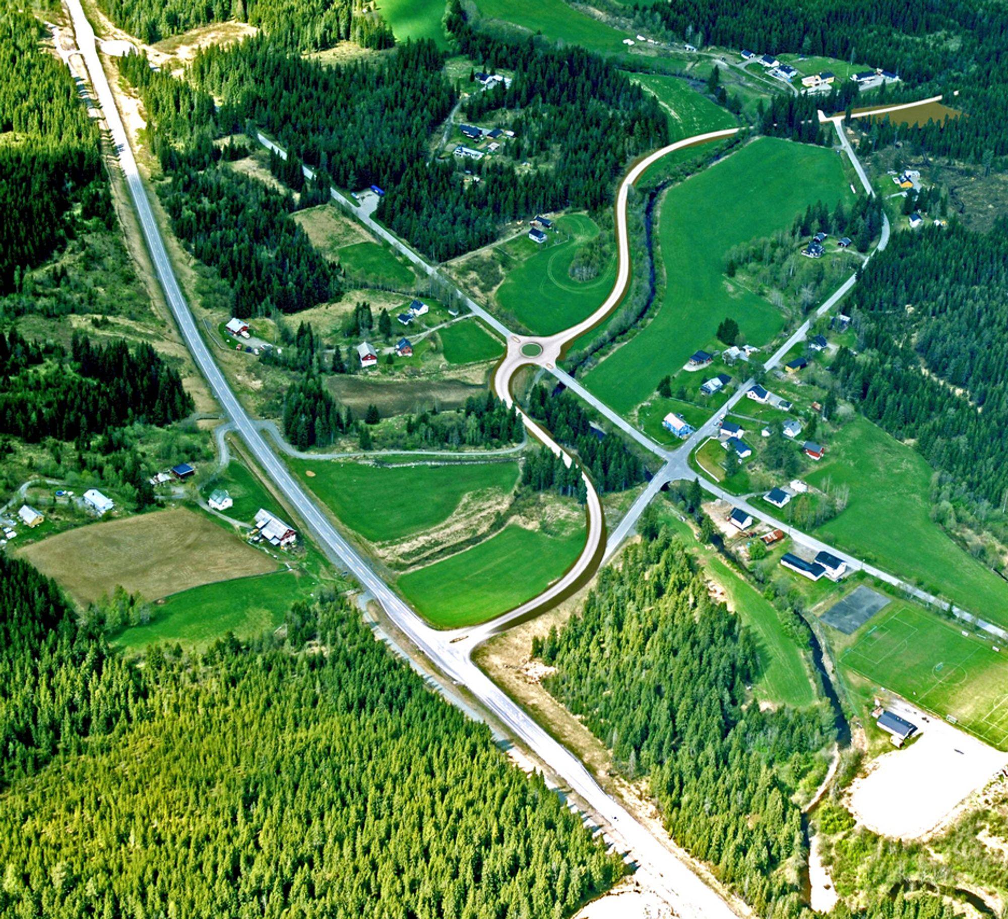 Fylkesveg 33 går lengst til venstre av vegene på bildet. Ny og gammel fylkesveg 155 møter fylkesveg 33 i samme kryss, men den nye tar av til venstre like etter krysset. Den nye vegen er tegnet inn med en lysere farve enn dagens veger.