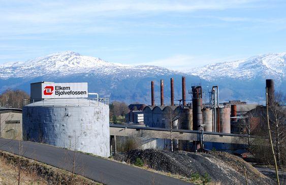 FLAGGER UT: Elkem flytter produksjonen av ferrosilisium-magnesium fra Bjølvefossen i Alvik til Island. I stedet vil de anlegge et gjenvinningsanlegg i de gamle lokalene Bjølvefossen. Nå er hele prosjektet truet.