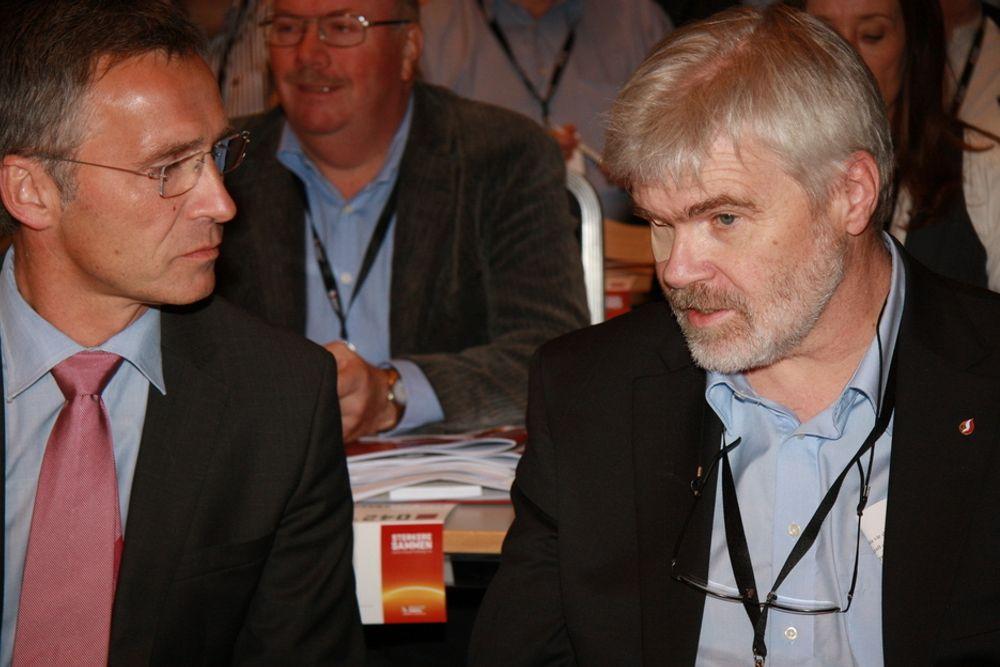 SKEPTISK TIL UTENLANDSKABLER: Leder Leif Sande i LO-forbundet Industri Energi (t.h.) er langt mer skeptisk til å bygge nye utenlandskabler enn statsminister Jens Stoltenberg.