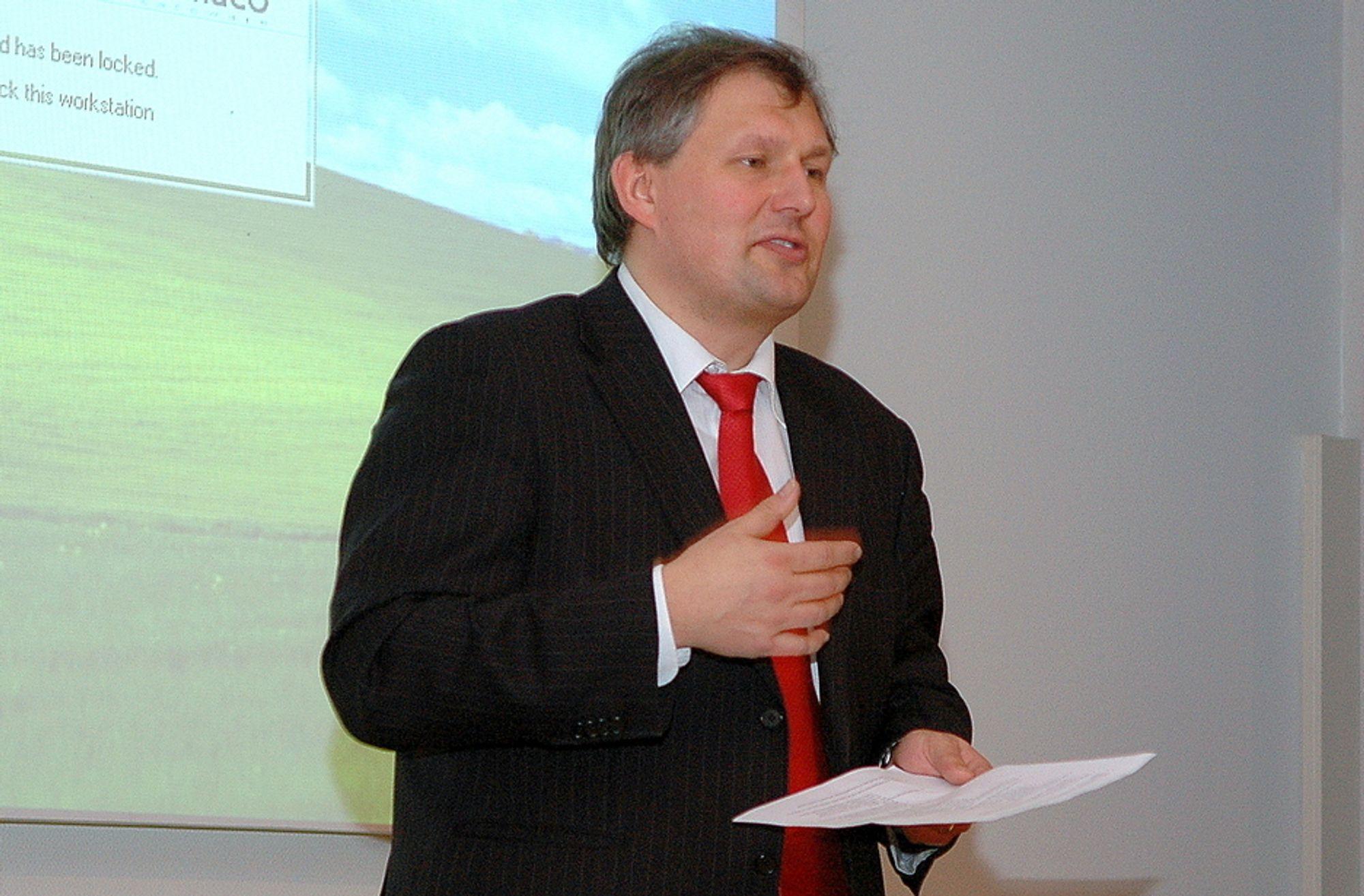 FOR DYRT: Olje- og energiminister Terje Riis-Johansen er bekymret for kostnadene på norsk vindkraft.