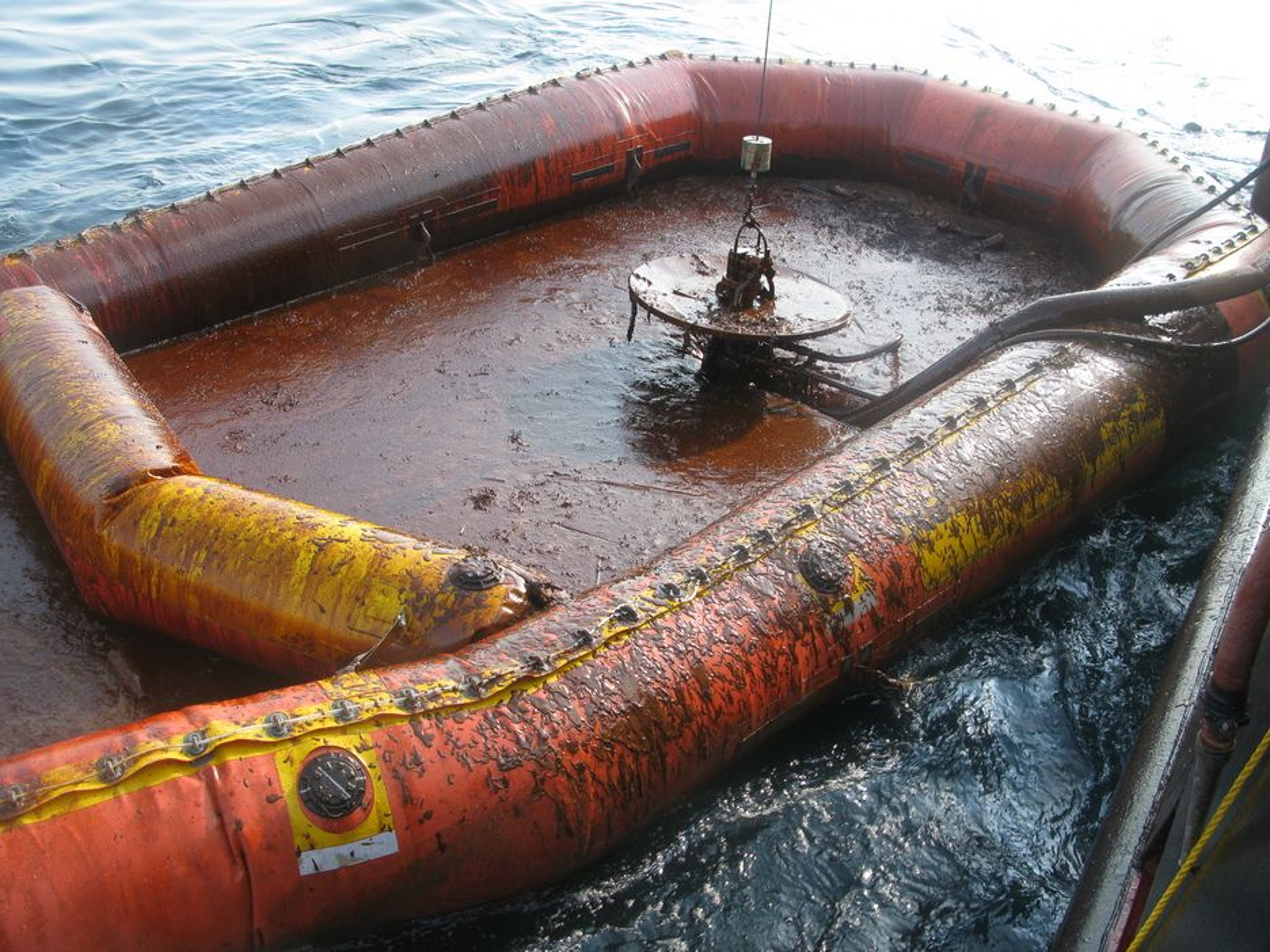 TYKT: Den største Busteren samlet opptil 800 fat olje pr. døgn i Mexicogulfen.