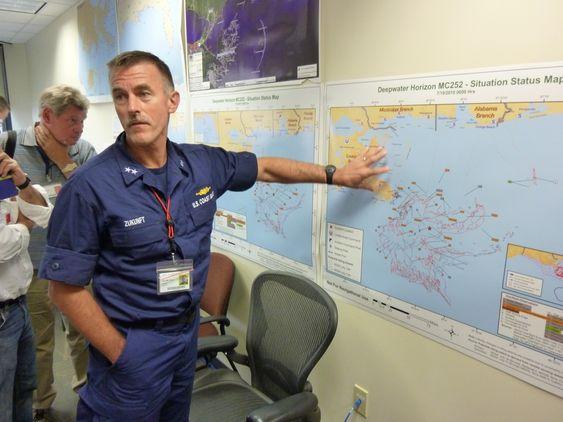 Kontreadmiral Zukunft- sjef for Unified Area Command, orienterte om status for aksjonen. Det er tre admiraler i US Coast Guard som deler på rollen som sjef for UAC.