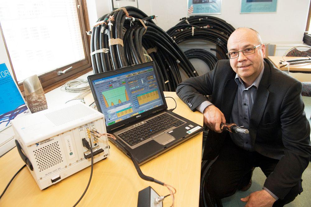 OVERVÅKER SJØKABLER: Direktør Per Nossen i selskapet Wirescan overvåker elektriske kabler i atomkraftverk og sjøkabler i olje- og vindbransjen. Teknologien avslører om kablene trenger vedlikehold.